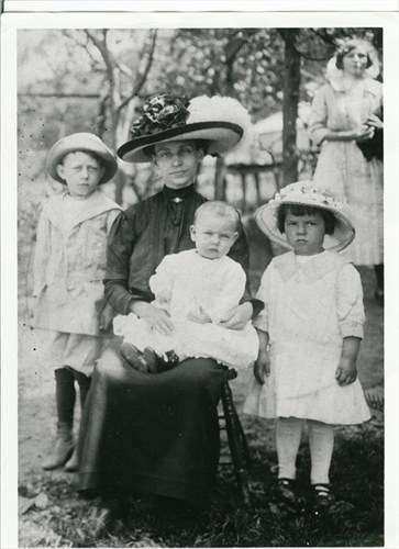 My Mother's Grand Mother, Elsie May Harren Cartwright, is the baby in this photo.